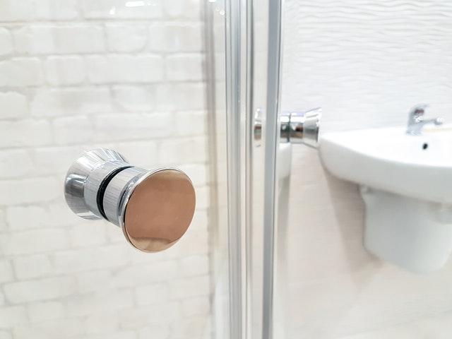 Kabina prysznicowa czy wanna? Starcie gigantów